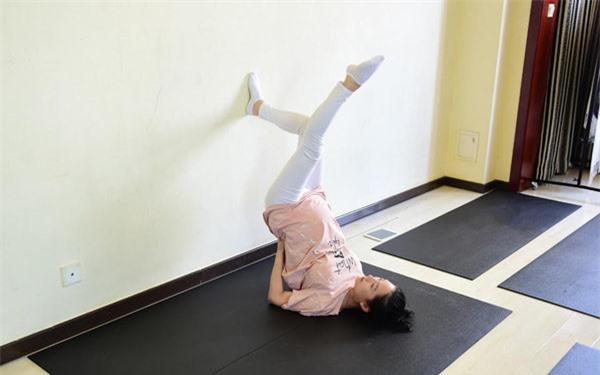 Sao Hoa ngữ mang bầu: Người mặc kệ thân hình sồ sề, kẻ ngày đêm tập luyện giữ dáng - 12
