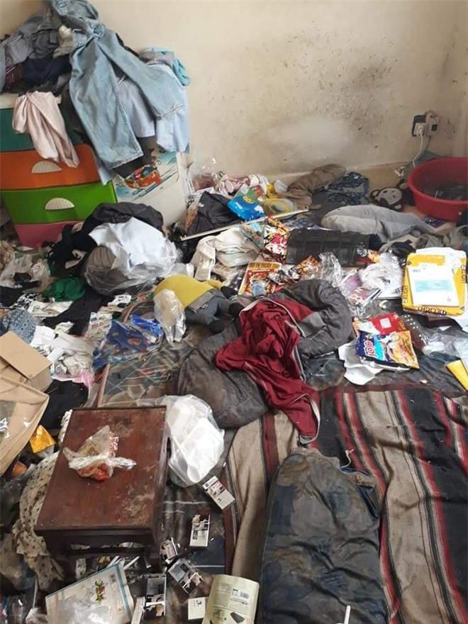 Nhìn căn phòng không khác gì bãi rác.