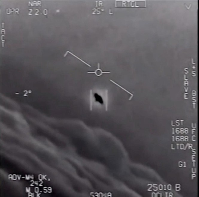 Vật thể lạ liên tục khiêu khích, Mỹ tiếp tục theo dõi UFO - ảnh 1
