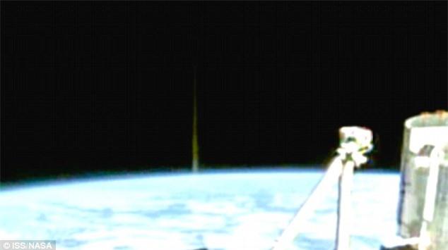 Xuất hiện UFO du hành 'xuyên không' - 2