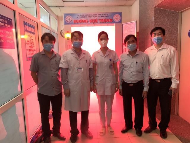 Bàn giao và đưa vào sử dụng buồng khử khuẩn toàn thân an toàn với người sử dụng tại Bệnh viện sản nhi Vinh.