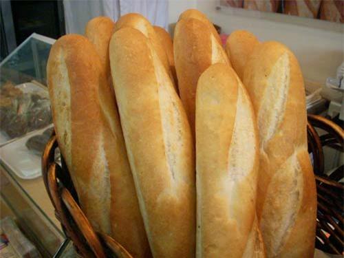 Tránh xa các thực phẩm hay gây hiện tượng đầy hơi có bơ sữa, thực phẩm chứa gluten (như bánh mì, mì ống, ngũ cốc…) và một số loại carbohydrate.