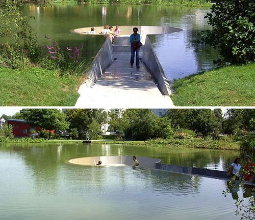 Một băng ghế tròn được thiết kế sâu dưới lòng hồ trong công viên