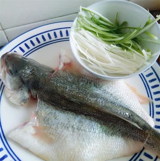 Làm cá hấp, thường cho gia vị này vào mà chị em không biết mình khiến món ăn mất ngon - 1