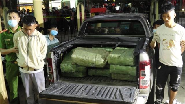 Dùng xe bán tải vận chuyển hơn 3 tạ ma túy đá - 1