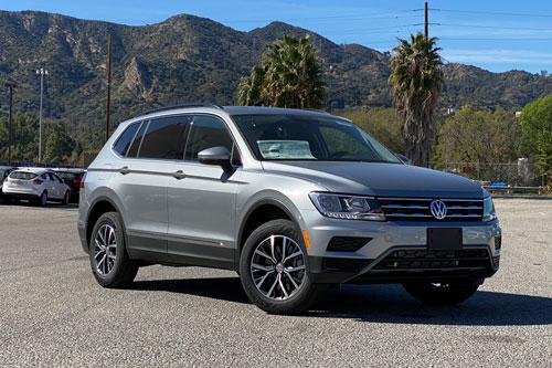 1. Volkswagen Tiguan 2020 (giá khởi điểm: 25.965 USD).