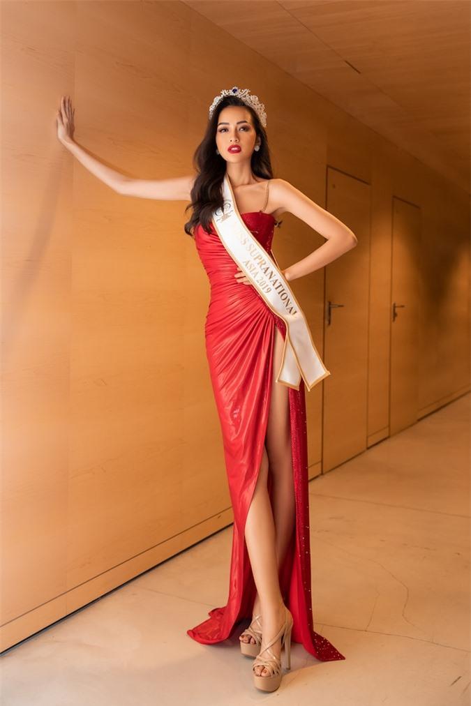 10 hoa hậu Việt sở hữu đôi chân đẹp chuẩn mực: Tiểu Vy - Lương Thùy Linh so kè H'H'Hen Niê - Ảnh 15