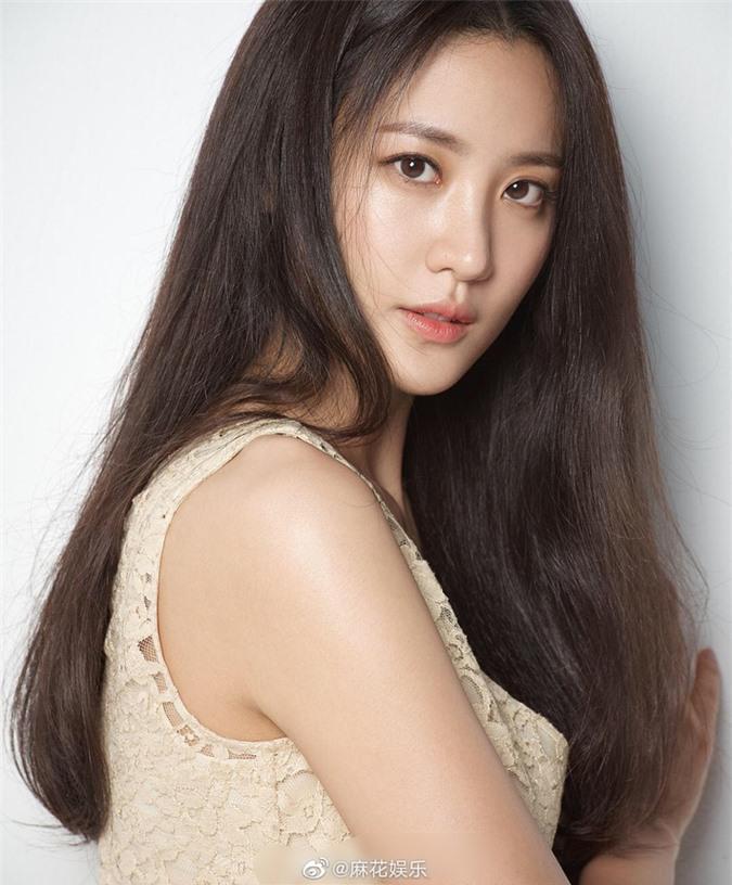 Kim Soo Hyun tuyên bố mang thai con đầu lòng.