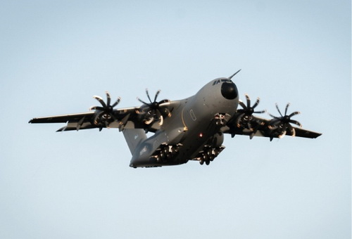 Máy bay vận tải hạng nặng A-400M Atlas của Không quân Luxembourg trong chuyến bay thử nghiệm. Ảnh: Jane's 360.