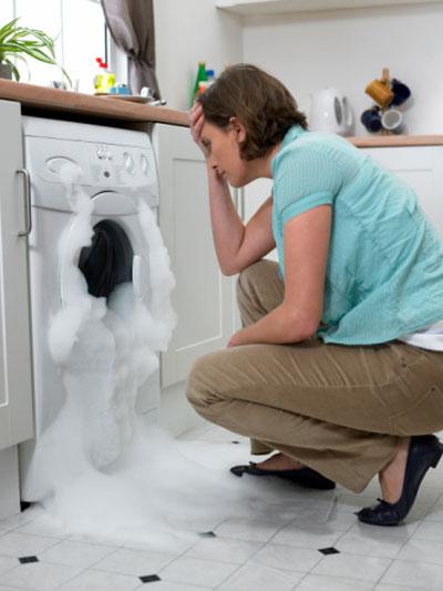 Khi không giặt được, bạn nên kiểm tra nguồn điện vào máy có bị lỏng hoặc đứt không.