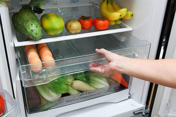 Đặt vụn bánh mì vào tủ lạnh hút mùi
