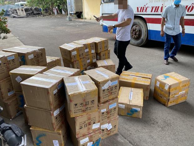 Số mỹ phẩm nhập lậu từ Trung Quốc bị cơ quan công an thu giữ.