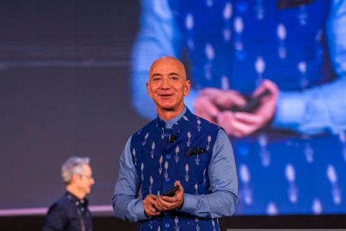 1.Jeff Bezos. Nhà sáng lập, kiêm Giám đốc điều hành trang mua bán trực tuyến Amazon (tổng tài sản: 113 tỷ USD). Ảnh: Getty.