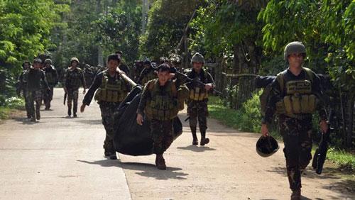 Các binh sĩ Philippines tham gia một chiến dịch tại miền Nam. (Ảnh: Reuters)
