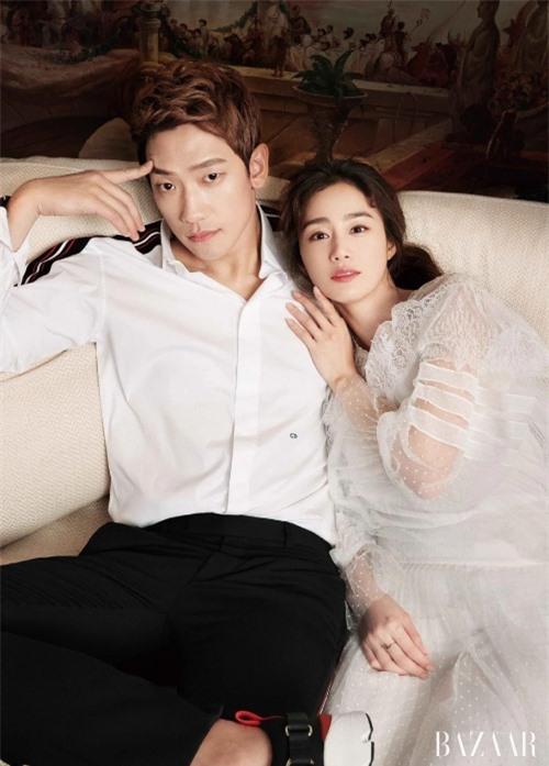 Kim Tae Hee và Rain. Nàng hơn chàng 3 tuổi, hai người kết hôn năm 2017, hiện có hai con gái.