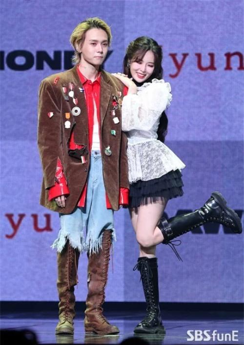 Cặp tình nhân gây nhiều ồn ào HyunA và Dawn. Nữ ca sĩ hơn bạn trai 2 tuổi.