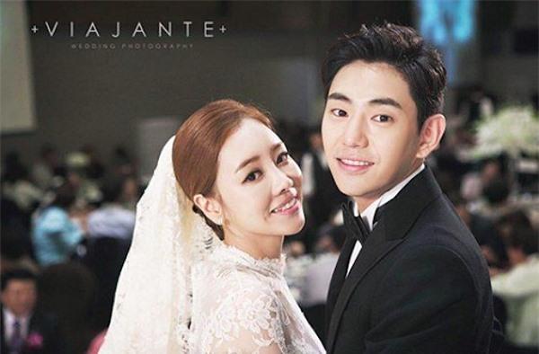 Cặp Venny và Ahn Yong Joon. Diễn viên Sắc đẹp ngàn cân hơn bạn đời 10 tuổi, nhưng họ khá xứng đôi. Cặp sao kết hôn từ 2015.