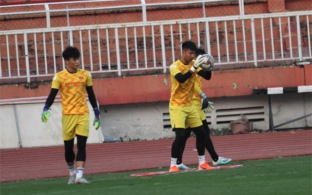 Những thủ môn nào có thể thay thế Đặng Văn Lâm ở AFF Cup? - 1