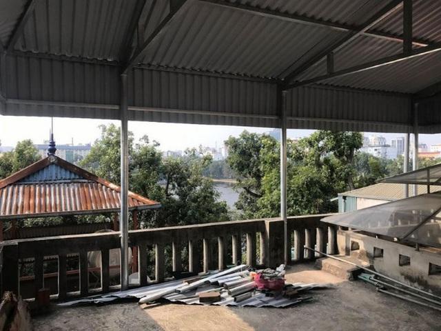 Sân thượng cũ kỹ…