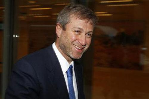 10. Roman Abramovich - 11,3 tỷ USD: Ông chủ CLB bóng đá Chelsea gây dựng khối tài sản khổng lồ từ cổ phần ở Tập đoàn thép Evraz và Tập đoàn khai thác, luyện kim Nornickel. Ảnh: Reuters.
