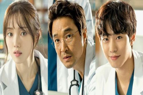 Romantic Doctor, Teacher Kim 2 – Người Thầy Y Đức 2 tiếp tục là câu chuyện về nghề y. Câu chuyện bắt đầu khi bác sĩ Kim Sa Bu (Han Seok Kyu)đến bệnh viện Geodae để tuyển dụng một bác sĩ phẫu thuật. Tại đây ông tìm thấy hai bác sĩ trẻ tài năng đang gặp nhiều vấn đề xoay quanh là Seo Woo Jin (Ahn Hyo Seop) và Cha Eun Chae (Lee Sung Kyung).