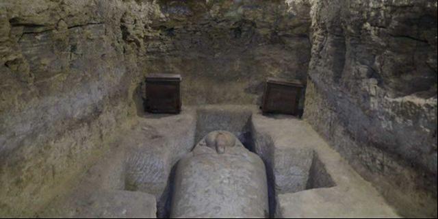 Bức ảnh được cung cấp bởi Bộ cổ vật của Ai Cập, cho thấy một trong những phần mộ được phát hiện tại ngôi làng Tuna al-Gabal, gần thành phố Minya của Thung lũng sông Nile.