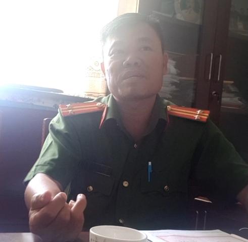 Trung tá Lê Minh Chánh – Trưởng CA thị trấn Dương Đông thừa nhận giữ ông Hùng 17 tiếng đồng hồ để... làm việc.