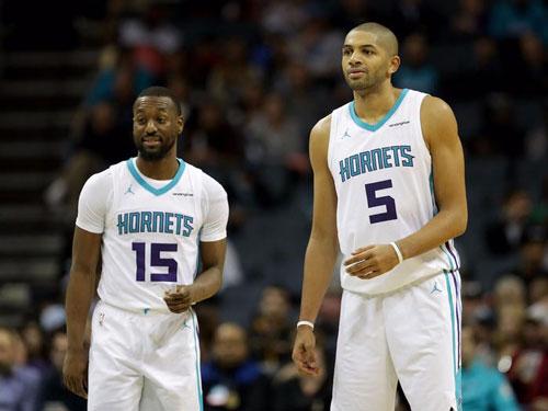 Jordan đã mua đội bóng rổ Charlotte Hornets vào năm 2010 với giá 175 triệu đô la, đến năm 2014 trị giá CLB này tăng vọt đã giúp ông chính thức trở thành tỷ phú USD. Michael Jordan nắm giữ 97% cổ phần Charlotte Hornets. Ảnh: Getty.
