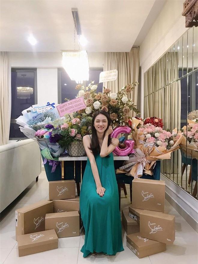 cuộc đời của hoa hậu hương giang 1