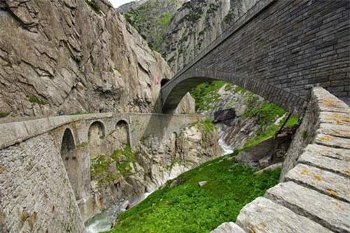 """Khám phá """"cây cầu của quỷ"""" ở Thụy Sĩ - 7"""