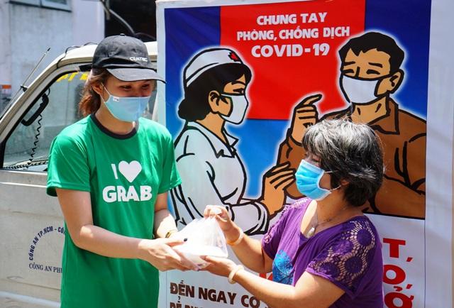 Grab và Quỹ Hy Vọng chung tay mang 15.000 suất ăn  đến với những người khó khăn trong dịch COVID-19