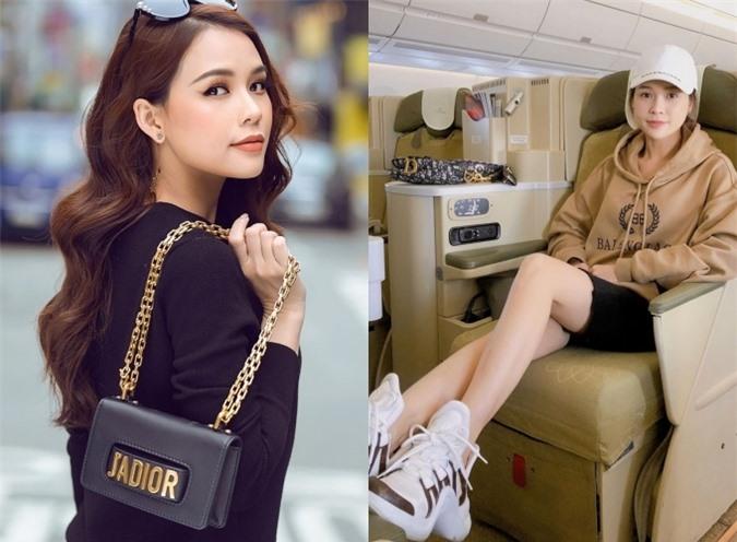 Sam khá yêu thích chiếc túi J'adior bởi thiết kế tiện dụng, có thể đeo hoặc cầm tay. Cô thường mang kiểu túi này khi đi du lịch.