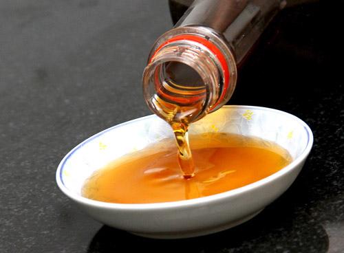 Nấu hoặc ninh nước mắm quá kỹ có thể làm mất đi các axit amin (ảnh minh họa)