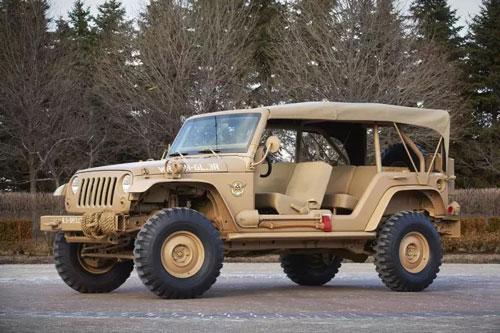 Jeep Staff Car Concept – 40.000 USD. Thiết kế đẹp, màu sơn kiểu bão táp sa mạc biến Jeep Staff trở thành mẫu xe mơ ước của nhiều người. Xe dùng mui mềm, mạnh mẽ đúng chất nhà binh. Dù có kiểu dáng như phần đông các dòng Jeep khác, Jeep Staff sở hữu trục cơ sở dài hơn, khoảng sáng gầm tốt hơn. Xe được trang bị động cơ Pentastar V6 3.6L của Jeep, sản sinh công suất 285 mã lực, mô-men xoắn 352 Nm, đi cùng hộp số sàn 6 cấp, tăng tốc 0-96 km/h trong 8 giây.