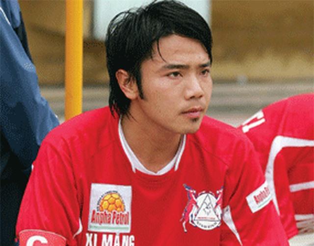Đội hình 11 cầu thủ Việt Nam từng thi đấu ở nước ngoài - 5