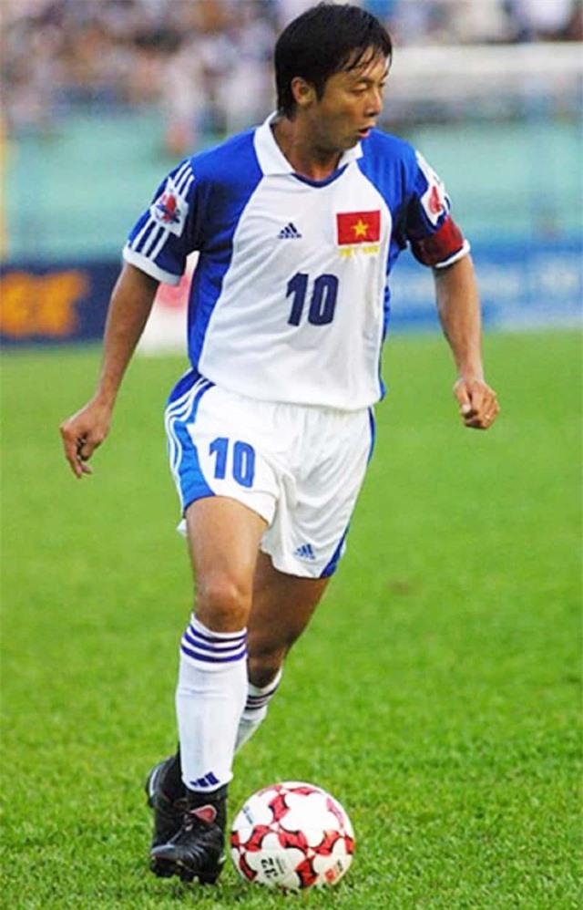 Đội hình 11 cầu thủ Việt Nam từng thi đấu ở nước ngoài - 9
