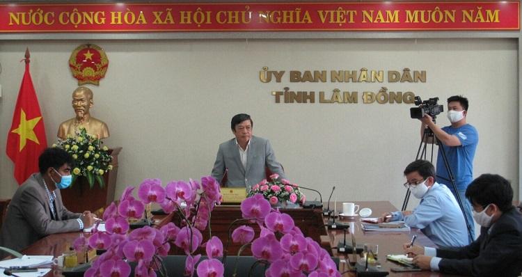 Chủ tịch UBND tỉnh Lâm Đồng Đoàn Văn Việt phát biểu kết luận cuộc họp