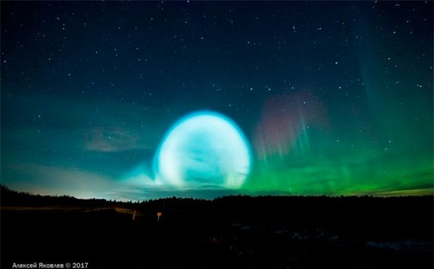 Nga: Người dân hốt hoảng ghi hình quả cầu sáng giống đĩa bay - 1