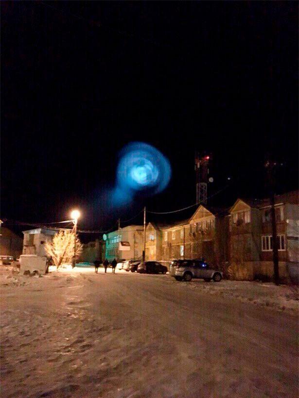 Nga: Người dân hốt hoảng ghi hình quả cầu sáng giống đĩa bay - 3