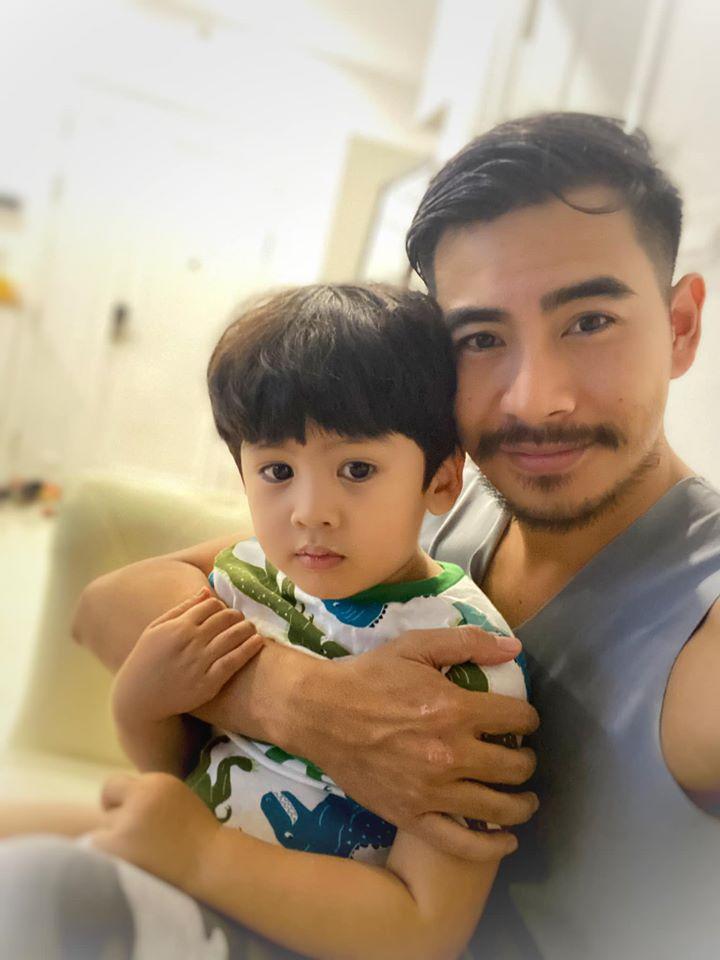 Thanh Bình thường xuyên đưa con trai về nhà.