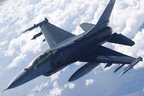 Một chiếc F-16 của Mỹ. Ảnh: Reuters.