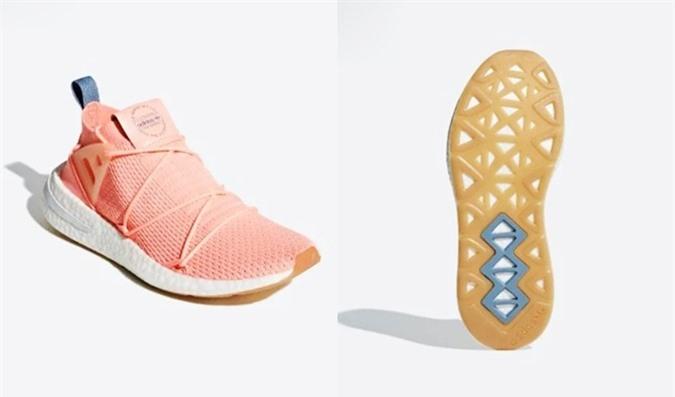 Mẫu Adidas Arkyn PrimeKnit Boost B96508 có tông hồng nhạt, phần thân dệt PrimeKnit vừa hiện đại, vừa cổ điển đậm phong cách vintage của Adidas Phần thân giày tựa cấu trúc của vớ, mang đến cảm giác êm chân và vừa vặn. Gót giày bằng cao su neoprene, hệ thống dây buộc khác biệt. Điểm nhấn của mẫu giày bán chạy từ Adidas là đế giữa công nghệ Boost và đế ngoài cao su... Sản phẩm đang giảm 41%, còn 2.460.500 đồng (giá gốc 4,19 triệu đồng).