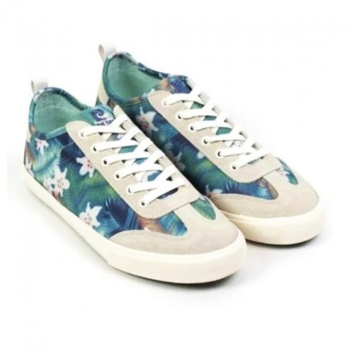 Giày Pierre Cardin PCWFWFC095MUL có tông xanh chủ đạo, họa tiết hoa lá theo phong cách vintage. Giày làm từ chất liệu vải kết hợp lớp lót mềm. Đế giày được cấu tạo 100% nhựa PU, có độ ma sát cao giúp người dùng vững chắc trong từng hoạt động. Phái nữ có thể phối với mọi loại trang phục khi mang thiết kế này. Sản phẩm có giá 1,99 triệu đồng, được đặt mua nhiều trên Store Ngôi Sao.
