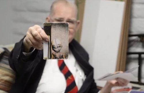 Tiến sĩ Boyd Bushman đưa ra bằng chứng là ảnh chụp người ngoài hành tinh - Ảnh: Chụp từ YouTube