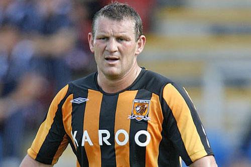 2. Dean Windass (Bradford City, ghi bàn khi 39 tuổi 236 ngày).