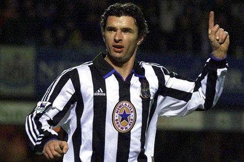 9. Gary Speed (Newcastle United, ghi bàn khi 37 tuổi 351 ngày).