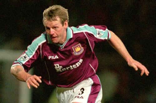 4. Stuart Pearce (West Ham, ghi bàn khi 38 tuổi 216 ngày).
