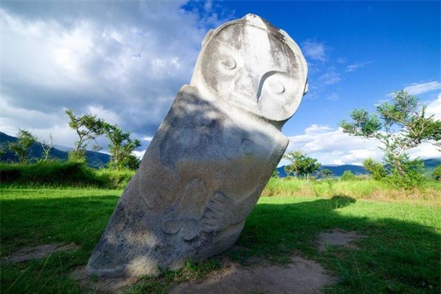 Bí ẩn hàng trăm khối cự thạch ở Indonesia - 1