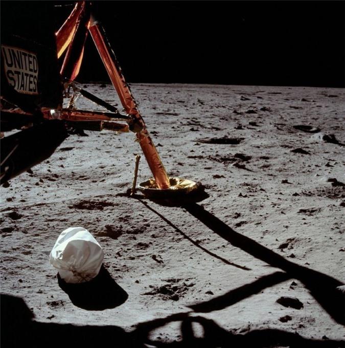 Cuộc đổ bộ Mặt Trăng đầu tiên: Phi hành gia thứ 3 và nỗi ám ảnh suốt đời - 1