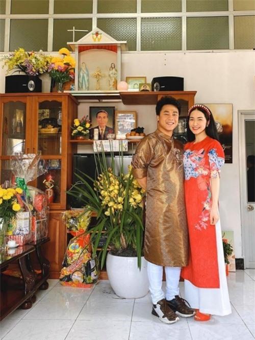 Minh Hải dẫn bạn gái về ra mắt gia đình nhân dịp Tết Canh Tý. Đây là lần đầu tiên đón Tết cùng người nhà bạn trai ở miền Tây, cô khá hồi hộp, háo hức. Cả hai nhận được nhiều lời khen xứng đôi trong trang phục áo dài truyền thống.